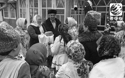 """На свято Маланки щедрують та """"козу водять"""". Фоторепортаж"""