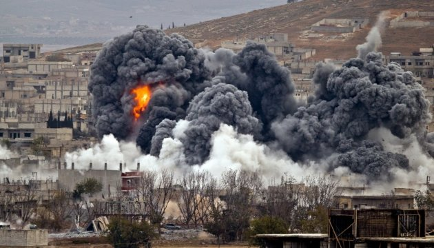 Войска Ливии бомбят боевиков ИГИЛ в Сирте