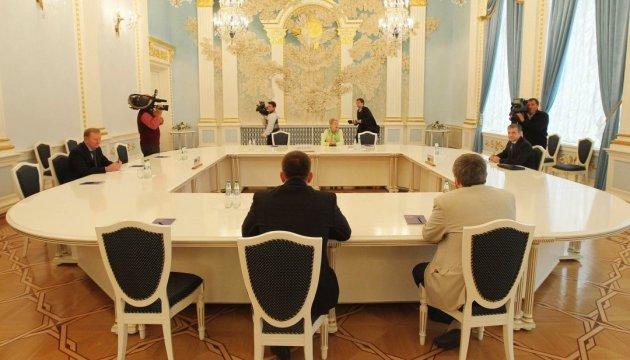 У Мінську засідають підгрупи щодо Донбасу