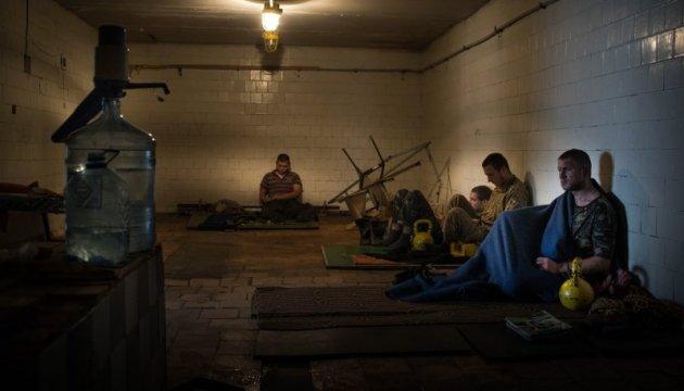 На Донбасі залишаються 140 українських полонених - Порошенко