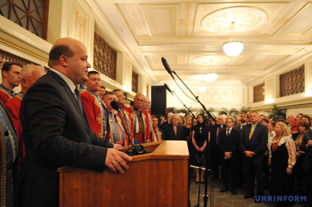 Валерій Чалий під час презентації тематичної виставки по Голодомору