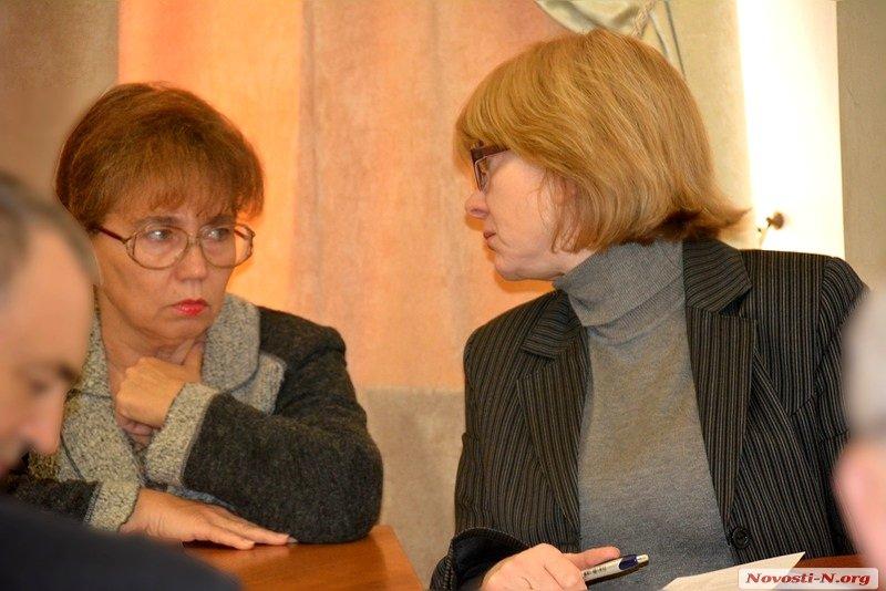 Ірина Бондаренко (зліва)