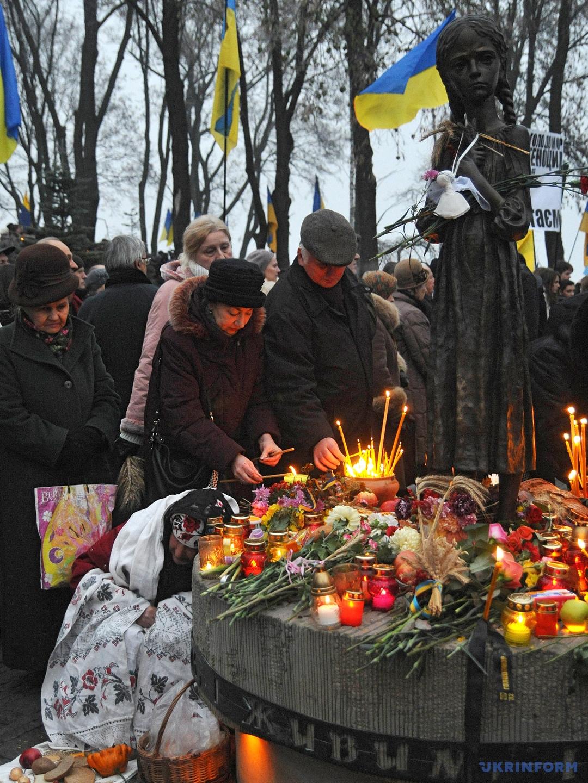 Сегодня, в Украине чтят память жертв голодоморов