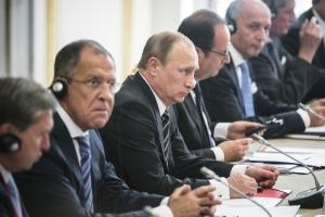 Олланд, Путін, цуценя і бомба «За Париж!»