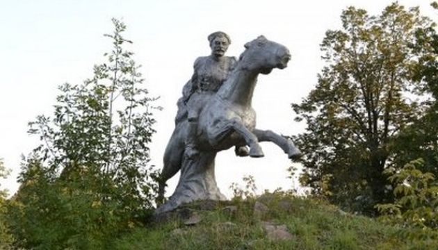 На Полтавщині демонтували три пам'ятники