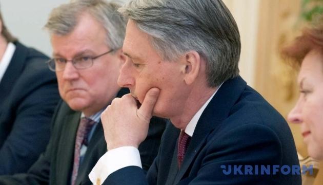 Россия представляет тотальную угрозу на мировой арене - МИД Британии