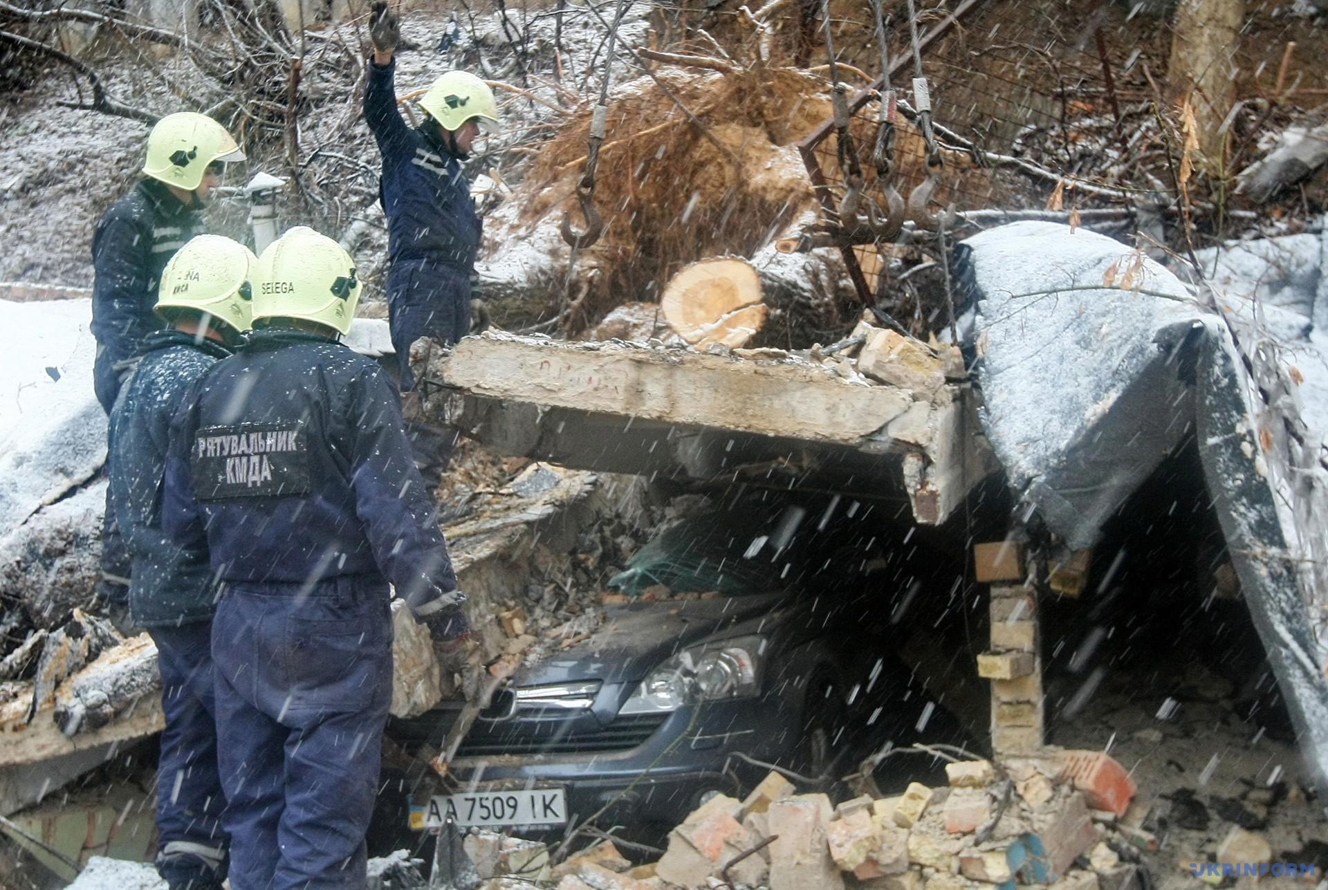 У Києві обвалилася частина житлового будинку / Фото: Володимир Тарасов, Укрінформ