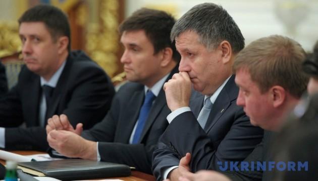 Кириленко запевняє, що міністрам не «до одного місця»