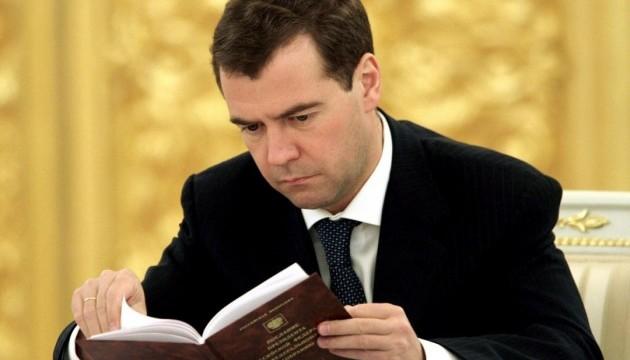 """Медведєв назвав """"борг Януковича"""" медичним фактом"""
