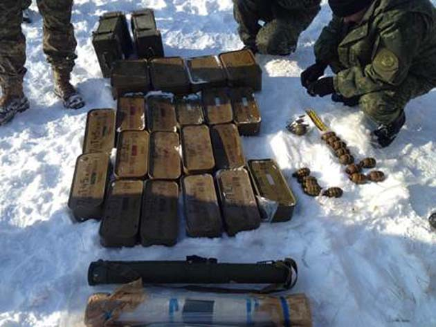 СБУ виявила схованку звеликою кількістю зброї табоєприпасів
