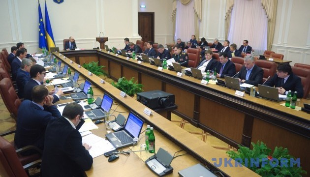 Яценюк не готовий жертвувати міністрами заради збереження уряду