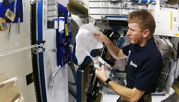 Водні процедури на МКС