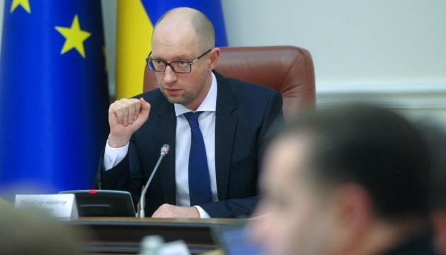 Яценюк поручил увеличить выплаты силовикам в зоне АТО