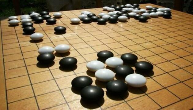 Штучний інтелект вперше переміг професійного гравця в го