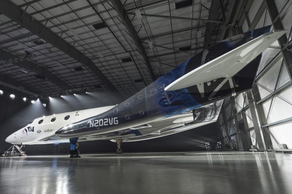 Бренсон представив новий космічний корабель для туристів
