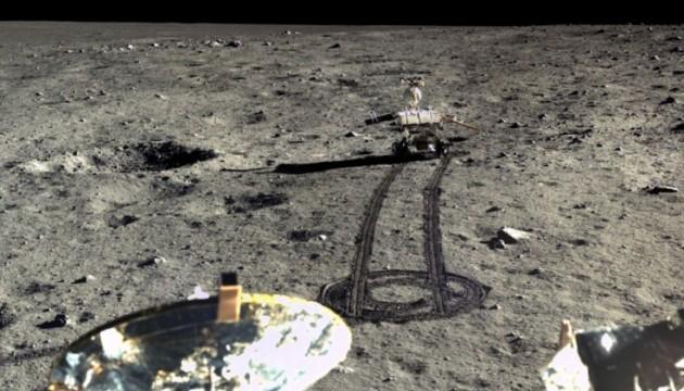 Китай опублікував кольорові знімки Місяця