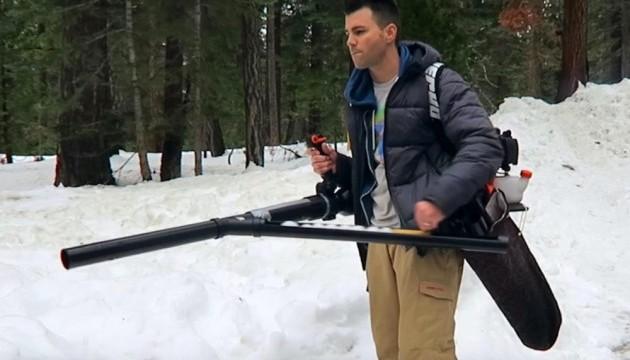 Американський інженер створив кулемет, який стріляє сніжками