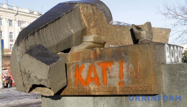 Площу, де стояв пам'ятник Петровському, змінять повністю