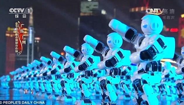 Сотні синхронно танцюючих роботів привітали китайців з Новим роком