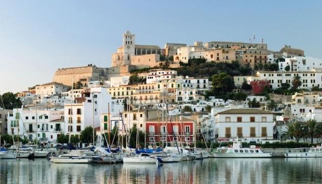 На курортах Іспанії майже не залишилося вільних місць