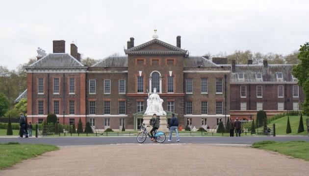 Перед резиденцією принца Уїльяма чоловік згорів живцем