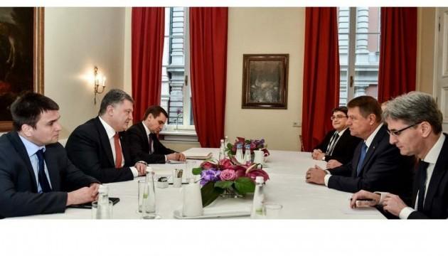 Президенти України та Румунії обговорили скасування оплати за національні візи