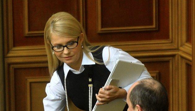 """Тимошенко обіцяє голоси за """"безвізові"""" закони"""