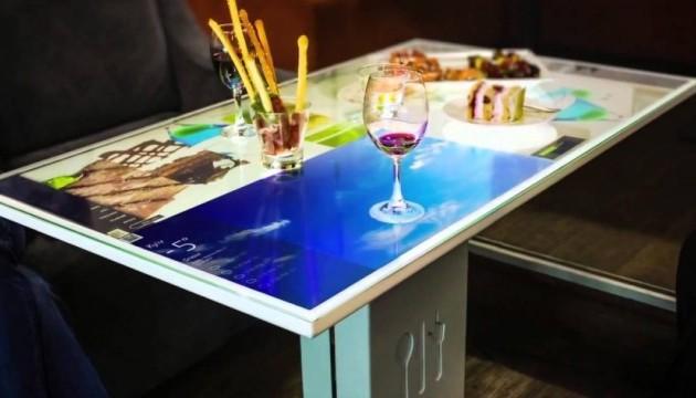 Глава CISCO купив інтерактивний стіл від українського стартапу