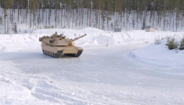 Військові США влаштували дрифт на танках