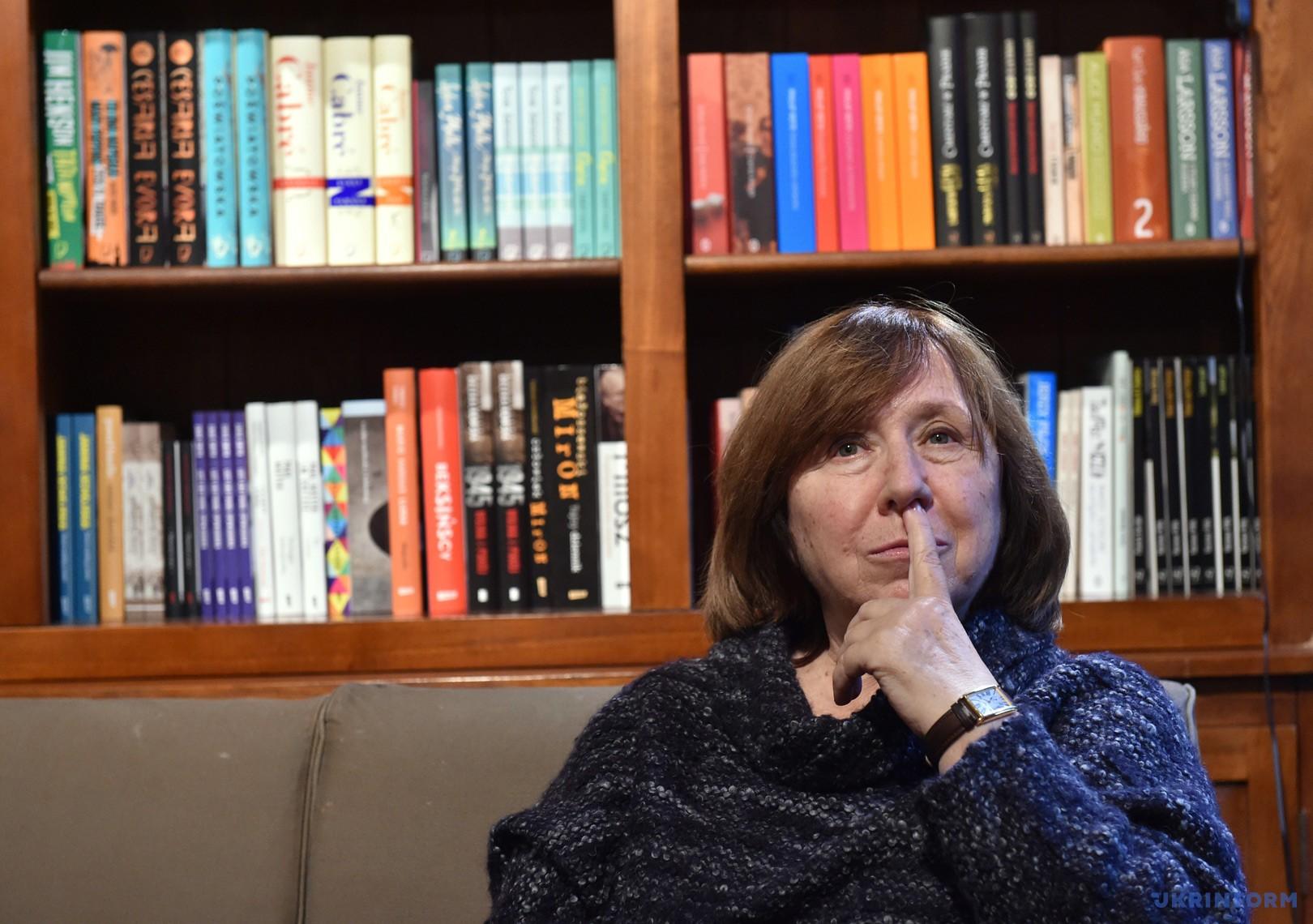 Світлана Алексієвич теж вирішила вийти з російського ПЕН-центру