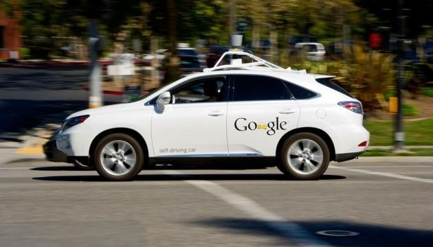 Безпілотний автомобіль Google вперше врізався в громадський автобус