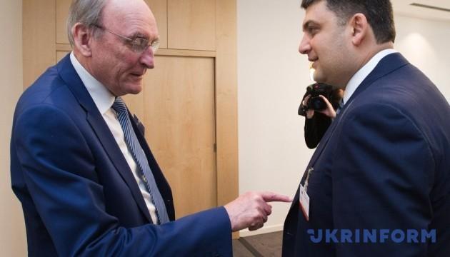 Гройсман в Брюсселе: В Украине - централизованная постсоветская гибридная система