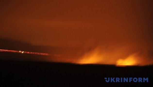 Штаб показал ночной дозор под обстрелами боевиков из Донецка