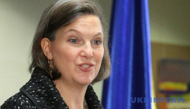 США и МВФ не дадут денег, пока в Украине политический кризис - Нуланд