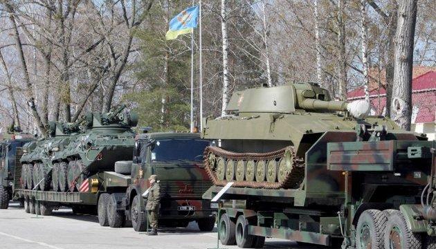Перед парадом в армию передадут 200 единиц новой техники - Бирюков
