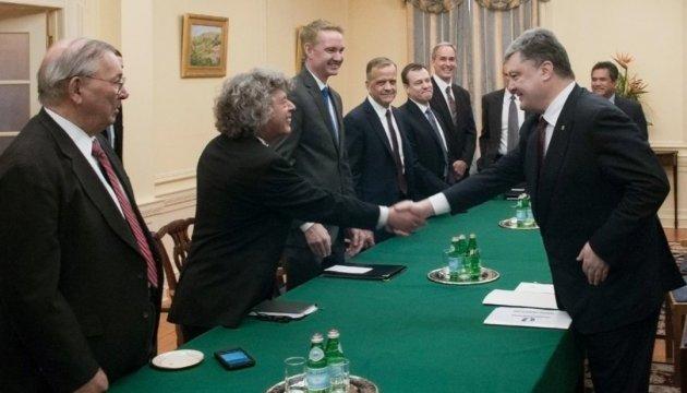 Порошенко закликав американські компанії до співпраці з ВПК України