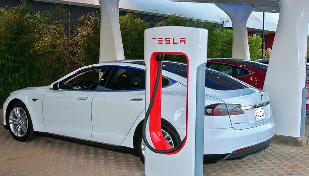 Tesla відкриє в Україні три електрозаправки - Омелян