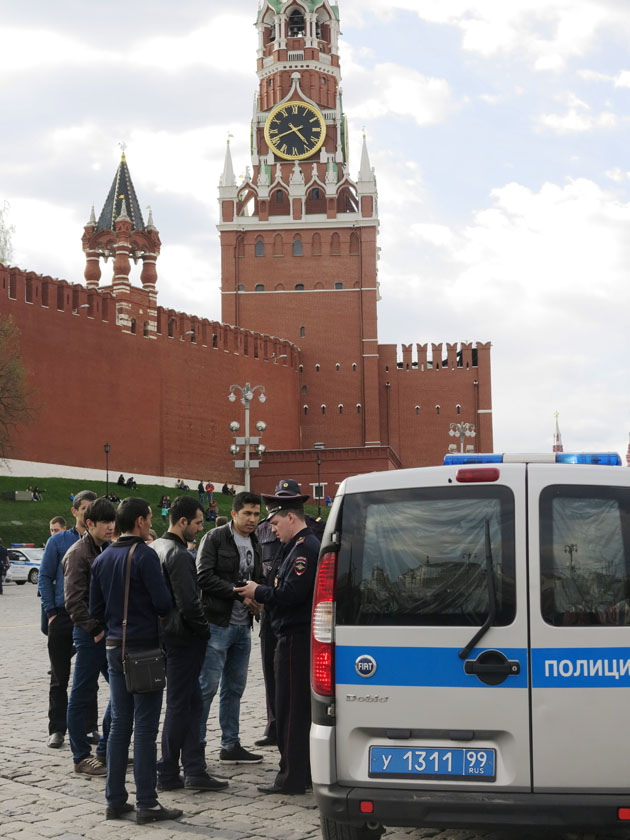 Проверка документов и задержания на Красной площади у Немцова моста производились по антропологическому принципу, смуглая кожа, темные глаза и волосы. Немцов бы был сильно возмущен. Пасха-Первомай