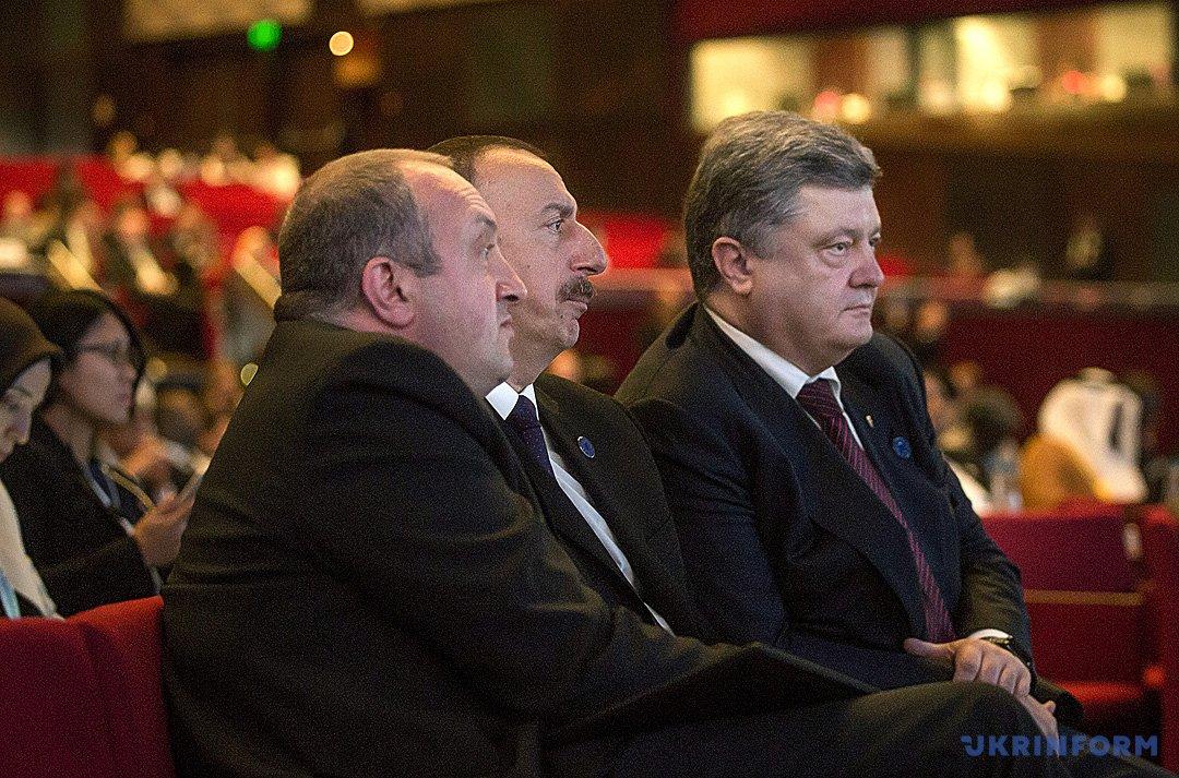 Президенти Грузії, Азербайджану й України під час гуманітарного саміту ООН у Стамбулі