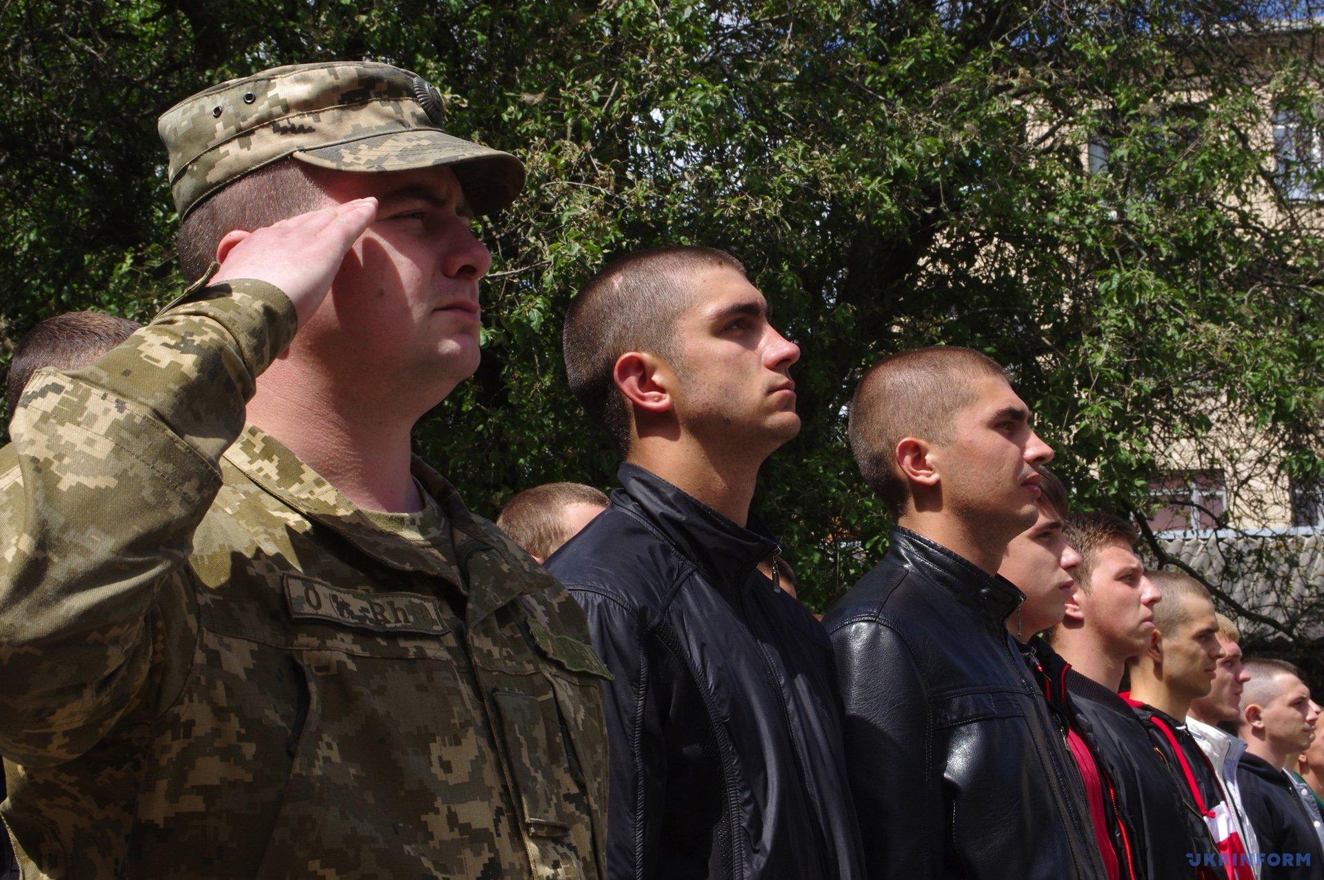 В Полтаве торжественно провели призывников в ряды ВСУ / Фото: Сергей Пустовит, Укринформ