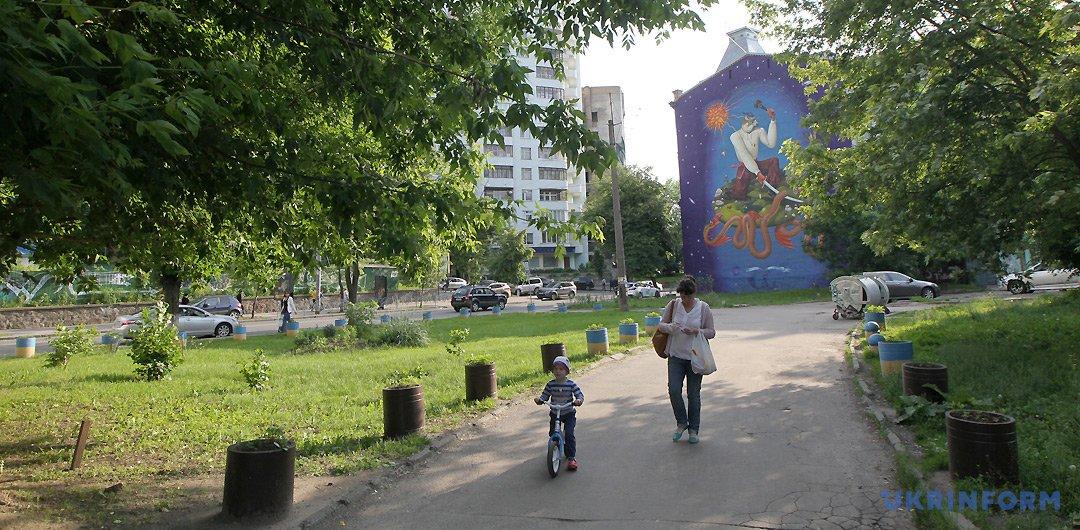 Сквер на вулиці Січових Стрільців / Фото: Павло Багмут, Укрінформ.