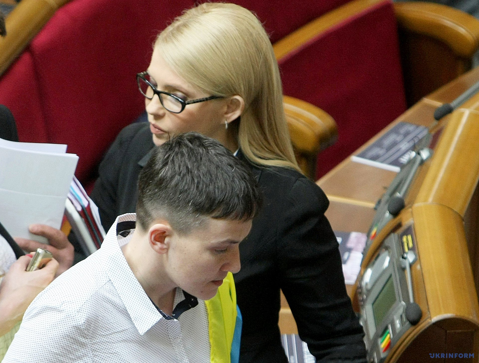 Юлия Тимошенко и Надежда Савченко во время заседания парламента / Фото: Владимир Тарасов, Укринформ