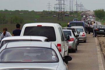 Лінія розмежування: на КПВВ «Мар'їнка» в черзі 400 авто