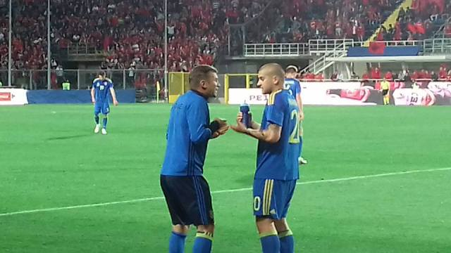 Андрій Шевченко активно підказував гравцям нашої збірної у першому таймі