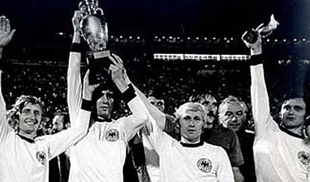 На фото: гравці збірної Чехословаччини після перемоги над ФРН. (©empics)