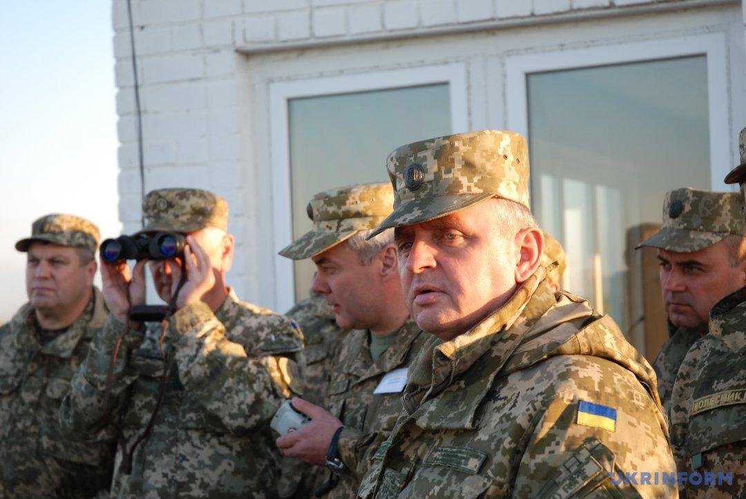 Начальник Генерального штабу В.Муженко спостерігає за «боєм»