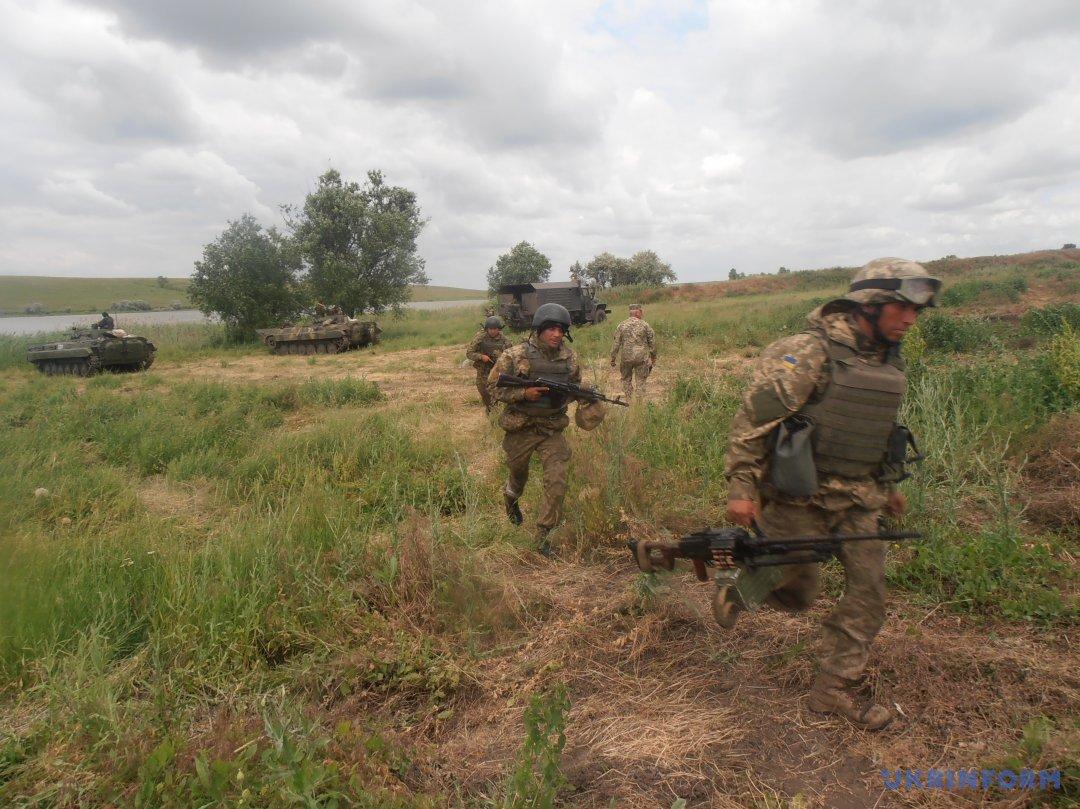 Бійці виходять на рубіж оборони