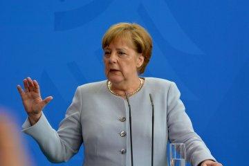 Чиновники в Брюсселі мають пояснювати свої дії людям - Меркель