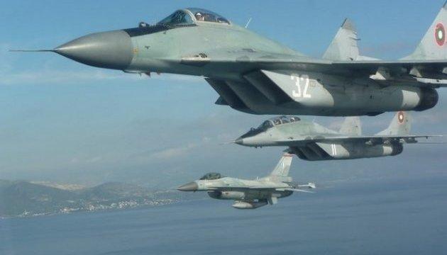 Болгария укрепляет оборону – покупает 16 истребителей и два корабля