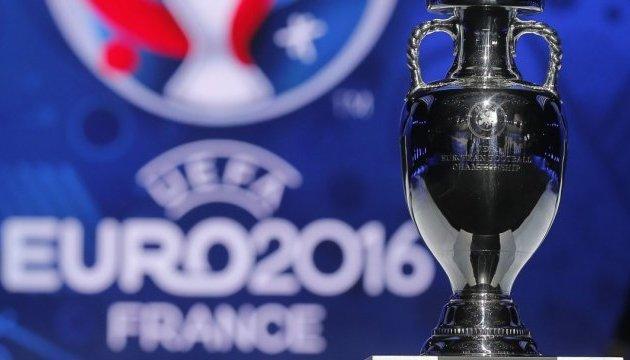Группу российских футбольных фанатов блокировал спецназ
